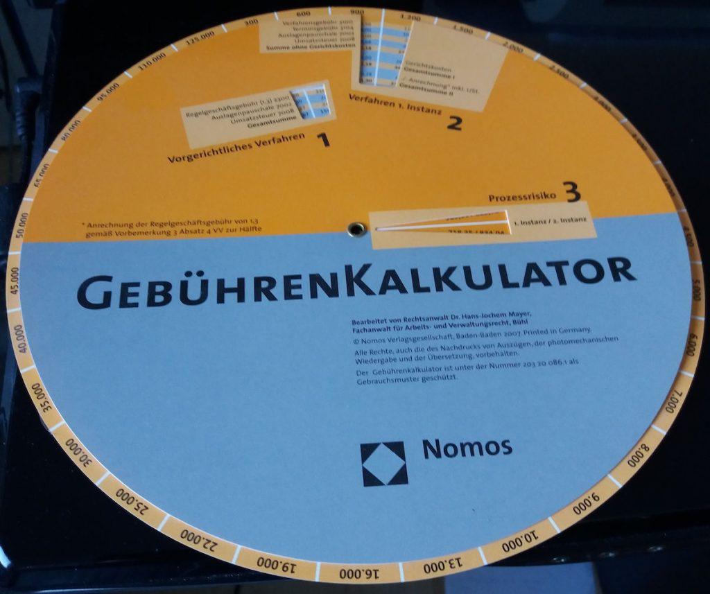 Gebührenkalkulator auf einer Scheibe mit unterschiedlichen Farben